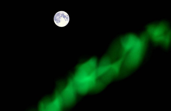 damascus-moon-20120901185132708017-600x400.jpg