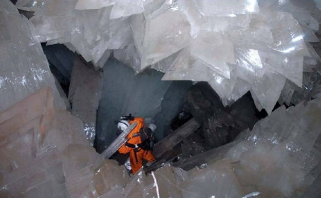 -the-crystal-cave-of-the-giants-mexico_magic-cave_6238.jpg