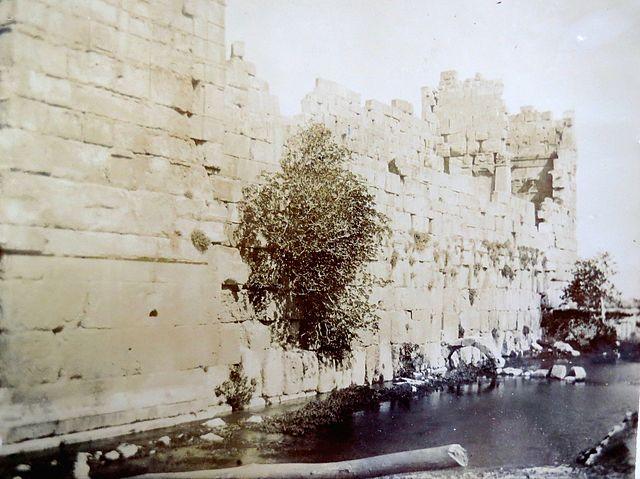 640px-great_stones,_baalbek,_1891.jpg