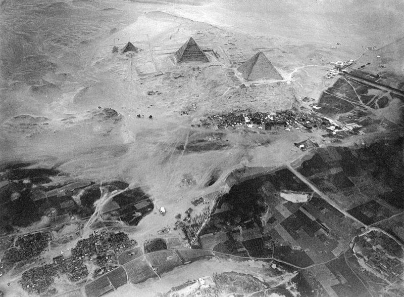 aerial photography, taken from eduard spelterini's balloon on 21 november 1904.jpg