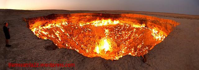 640px-darvasa_gas_crater_panorama-001.jpg